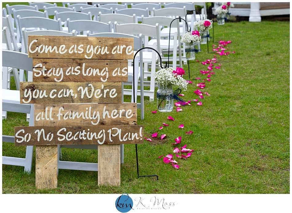 Guest seating sign for outdoor wedding ceremony |K. Moss Photography
